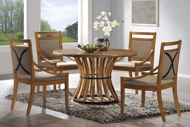 Roccini Dark Oak Finish Table & 4 Chairs